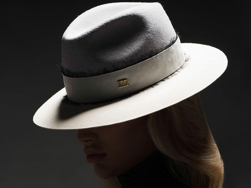 Casy light grey-White hat